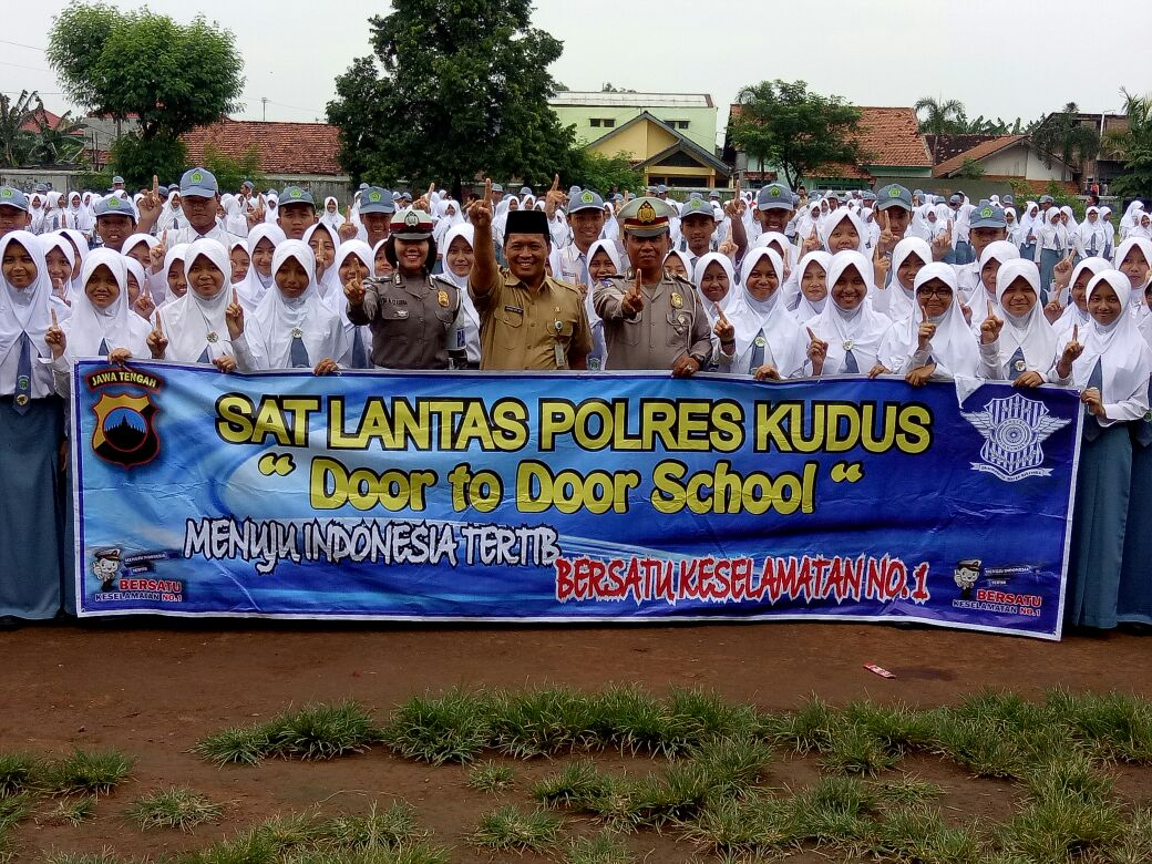 door-to-door-man-2-kudus