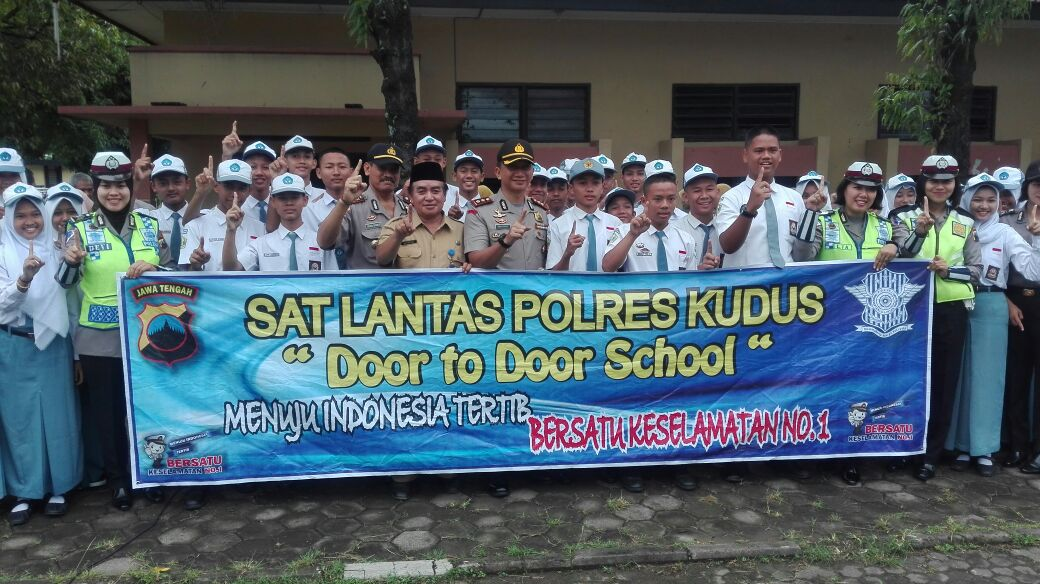 Door to door di SMA 2 Kudus